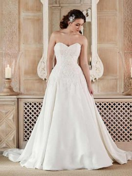 Benjamin Roberts 2603 Ivory WAS £1035, NOW £525 Size 12-14